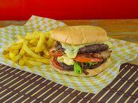 "Combo de Hamburguesa Sazon's Punta de Anca ""Madurada"" Doble Carne"