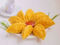 8 Empanadas Grandes