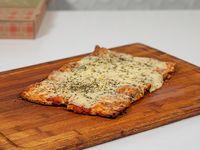 Pizza porción con muzzarella