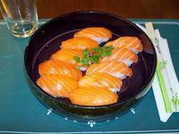 Niguiris de salmón (10 unidades)