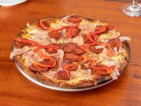 Pizzeta 30 cm con muzza y 3 gustos a elección