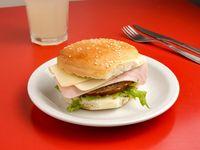 Sándwich de hamburguesa con jamón y queso