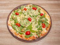 Pizza de rucula y parmesano