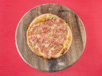 Pizza de Carnes Jamón + Tocineta + Chorizo