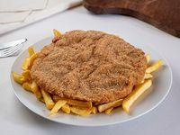 Milanesa de carne con papas fritas