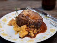 Bondiola de Cerdo confitada 5 horas de cocción con puré batata, mostaza, miel