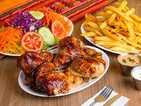 Promoción - Pollo entero + 2 Papas fritas + Ensalada + Cremas