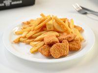 Menú infantil - Nuggets de pollo + papas fritas + refresco