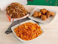 ½ Caja de Arroz Chino Combinado con Espaguetis +  ½ Apanados