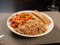Combo 3 - arroz chao fan con cerdo + arrollado + pollo picante