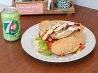 Promo - Sándwich de pollo + refresco 7 Up en lata 354 ml