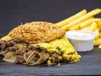 Combo Oklahoma- Dos Hamburguesas Oklahoma acompañadas con papas fritas