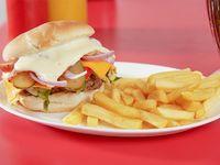 Promoción - Hamburguesa extra cheddar + Papas fritas + Bebida en lata 350 ml