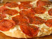 Pizza De La Casa Mediana Pepperoni