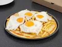 Pizzeta con papas y huevos fritos