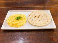 Arepa  con huevos revuletos