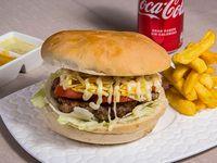 Promo simple – Hamburguesa carretillera a elección + papas fritas + salsas peruanas + bebida en lata