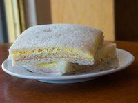 Sándwich triple de miga de huevo