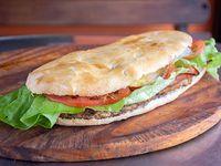 Sándwich con pan pizzero completo