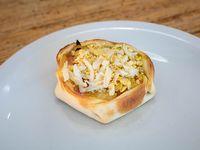 Empanada abierta de jamón y roquefort