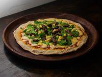 Pizza con rúcula y lomo