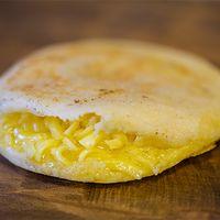 Arepa de queso rallado