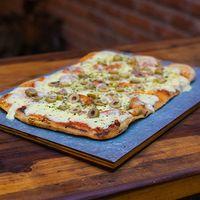 Pizza con muzzarella Argenta