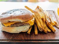 Hamburguesa Cheddar con papas fritas