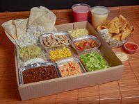 Promoción - Fajitas (dos personas) + Nachos con salsa de queso + 2 jugos naturales 500 ml