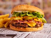 Hamburguesa Spider burger acompañado de papas fritas