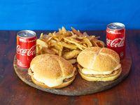Combo - 2 Hamburguesas dobles con Cheddar y Bacon + papas fritas + 2 Coca Cola 220 ml