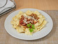 Ravioles de ricota con salsa boloñesa
