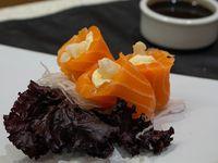 Geisha de salmón con queso y langostinos