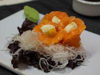 Geisha de salmón con queso y mango