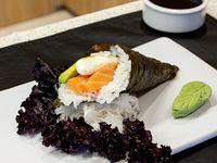 Temaki de salmón, queso y palta
