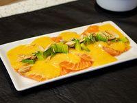Tiradito de salmón con salsa de ají amarillo