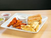 Trio - Alitas de pollo clásicas, quesadillas de pollo y palitroques
