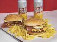 Promo - 2 hamburguesas triples + papas fritas + 2 cervezas Brahma 473 ml
