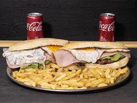 Promo - 2 sándwiches de bondiola a elección + papas fritas + 2 Coca Cola de 220 ml