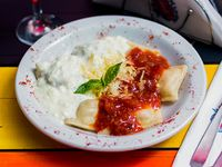 Menú del día - Ravioles de verdura con salsa mixta + Postre