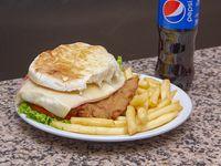 Promo - Sándwich de milanesa o pollo completa + papas fritas + gaseosa 500 ml