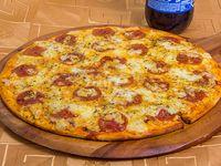 Promoción 1 - Pizza mediana (32 cm) + Gaseosa línea Pepsi 1.5 L