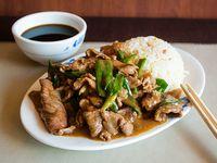 Carne mongoliana con guarnición