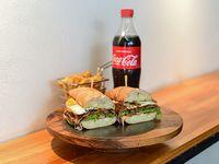 Combo - Chivito +  papas fritas rústicas + bebida línea Coca-Cola 600 ml