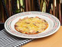Pizza Pequeña Vegetales y Carnes Parmesana