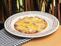 Pizza Ejecutiva Vegetales y Carnes  Parmesana