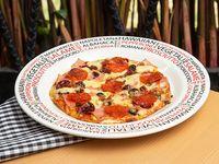 Pizza Ejecutiva Vegetales y Carnes  Mediterránea de Carnes