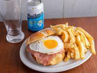 Promo Hamburguesa Jamón, queso y huevo, papas fritas y porrón de cerveza