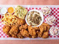 Pollo Frito - 16 Piezas Con Tres Ensaladas de Repollo y Tres Acompañamientos a Elección