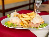 Promo 4 - Cuatro hamburguesas completas con papas fritas